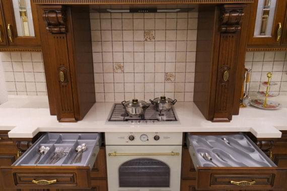 Шикарная кухня из массива дуба «Империал»